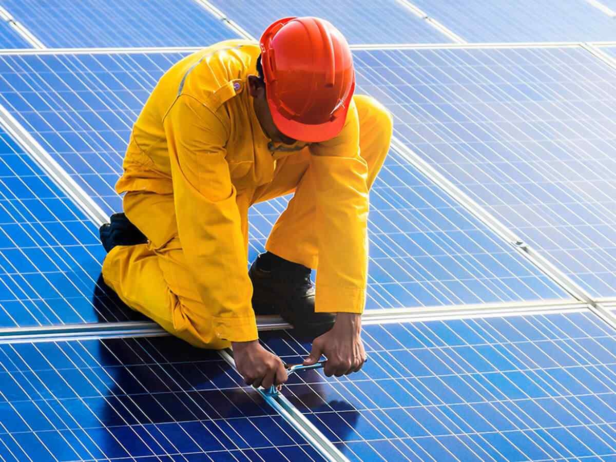 https://lasvegas-solarpanels.com/wp-content/uploads/2018/10/inner_service_01.jpg